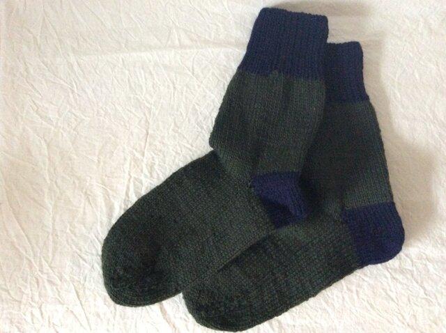 手編みの靴下 深緑 大きめの画像1枚目