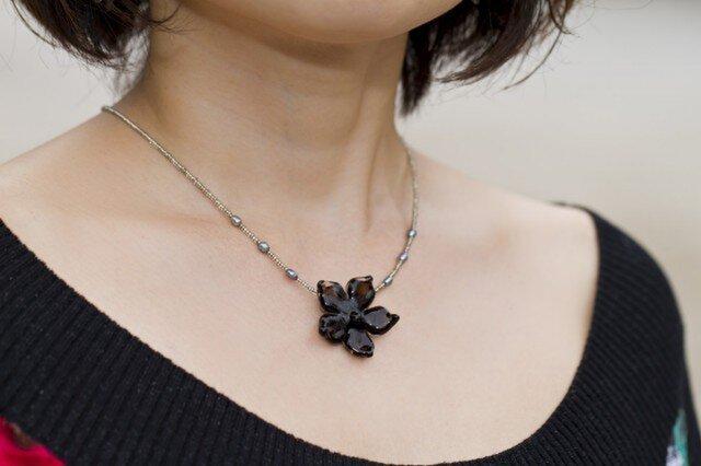 Black Flower pendantの画像1枚目