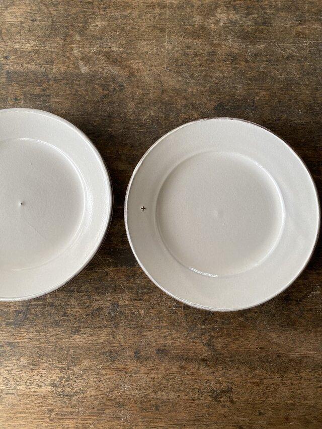 粉引きリム皿+mの画像1枚目