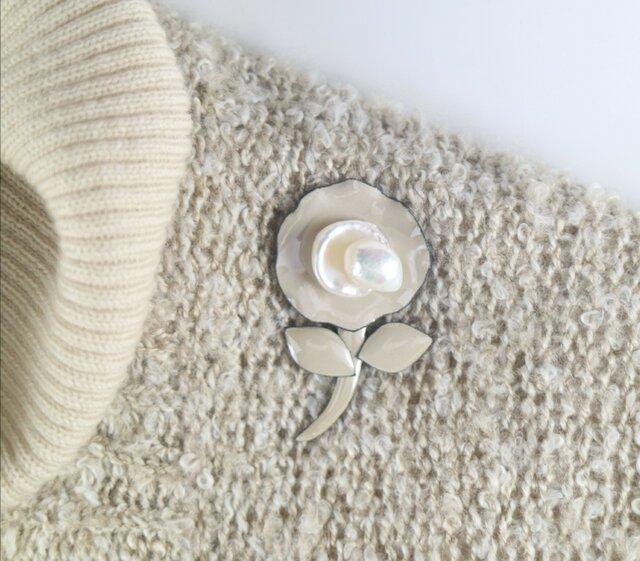真珠と七宝焼きのブローチの画像1枚目