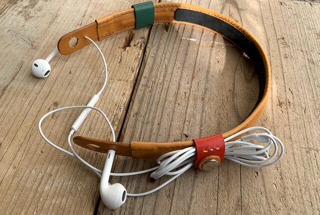 旅のお供に音楽を! ケーブルクリップ付きイヤホンネックホルダー キャメル トラベル革小物 ラッピング可の画像1枚目
