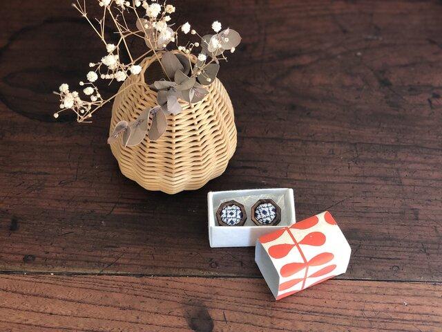 こぎん刺し  ⌘木枠8角形ピアス⌘ モドコ:石畳の画像1枚目