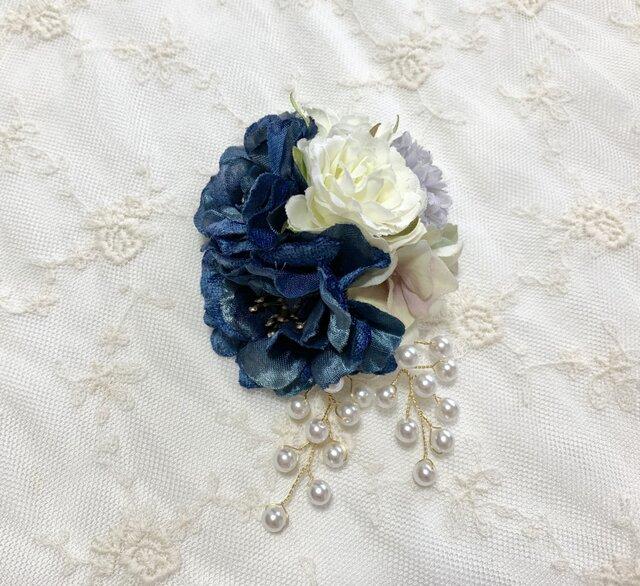上品なブルー系ローズのコサージュ(ビーズ付) *卒業式*入学式*結婚式の画像1枚目