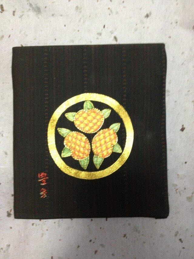 家紋 丸に三つ盛橘(まるにみつもりたちばな)の画像1枚目