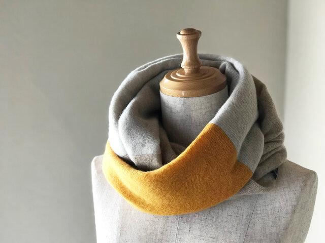 温度を纏う 純カシミヤのふわふわトライアドスヌード Musterd/L.Beige/Oatmealの画像1枚目