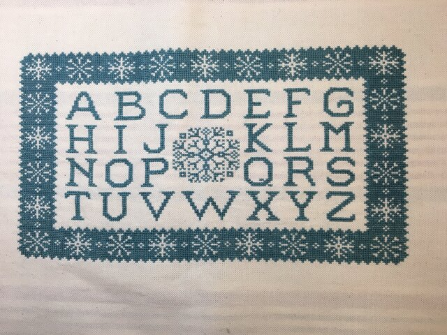 アルファベットサンプラークロスステッチマット(スノーフレイク)の画像1枚目