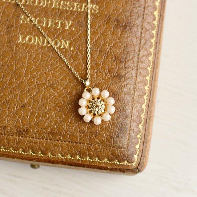 アンティークレトロ♪お花の小ぶりネックレスの画像1枚目