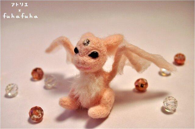 羊毛フェルト ベビーピンクドラゴンの画像1枚目