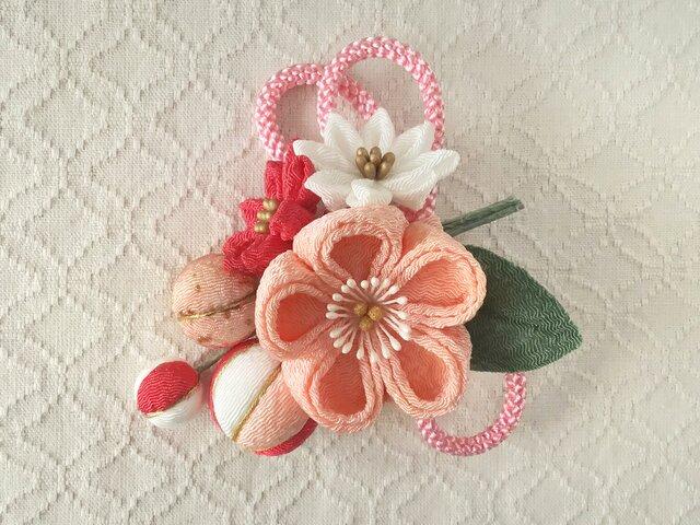 〈つまみ細工〉梅中輪と小菊とちりめん玉の髪飾り(サーモンピンク)の画像1枚目