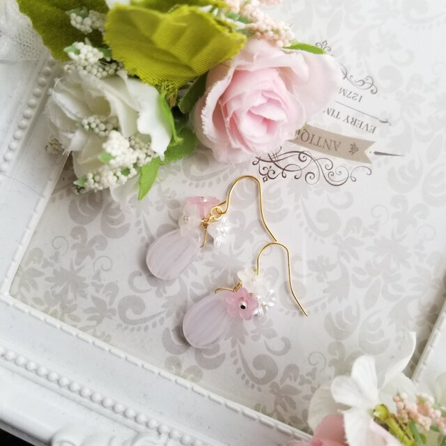 チェコビーズ ピンクのお花のピアス又はイヤリングの画像1枚目