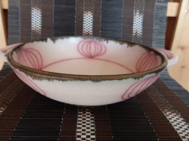 陶芸 ピンク釉と銅釉の手付きシチュー皿 ①の画像1枚目
