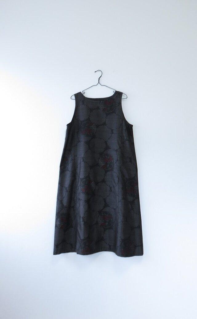 *アンティーク着物*丸と花模様泥大島紬のワンピース(Lサイズ)の画像1枚目