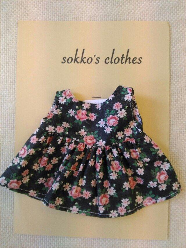 sokko's Dress 黒地に花柄のワンピースの画像1枚目