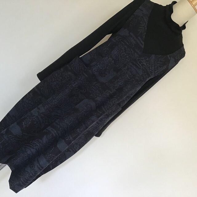 0120  着物リメイク      Vネックジャンバースカート    手織り真綿紬  L~LL寸法の画像1枚目