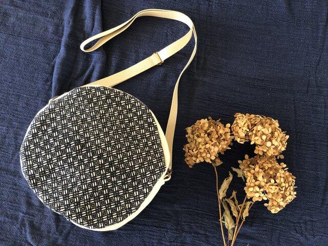 こぎん刺し ⁑サークルショルダーバッグ⁑  モドコ:花こと結び花流れの画像1枚目