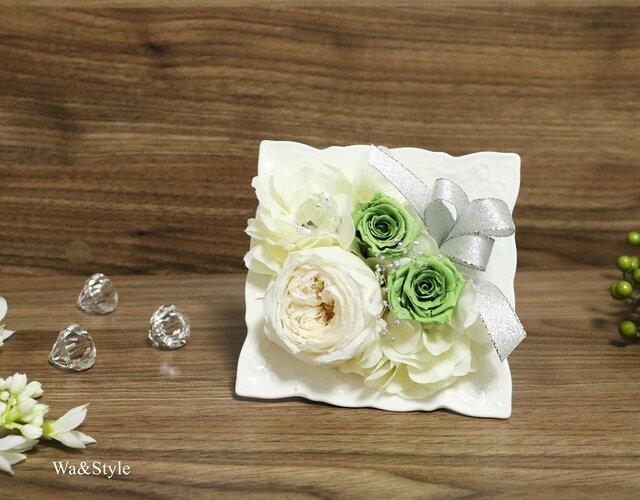 New◆仏花お供えに・ローズプリザーブドフラワーフレーム・ホワイトグリーンの画像1枚目