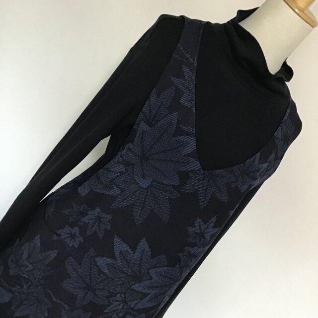 0130     着物リメイク M~L寸法 Vネックジャンバースカート   結城紬  楓模様の画像1枚目