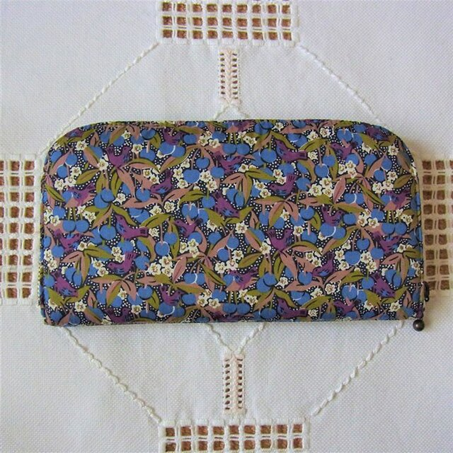 長財布(リバティ社タナローン使用)チェリーライプの画像1枚目