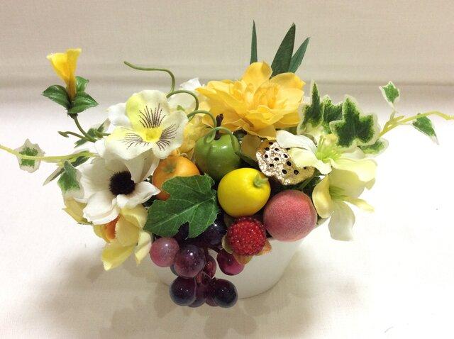 仏花     真珠の涙    福   (果物のお供え付き仏花)の画像1枚目
