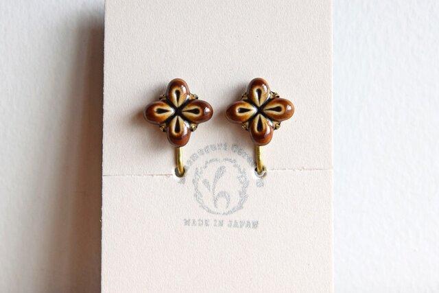 花のイヤリング【ブラウン】(d)の画像1枚目