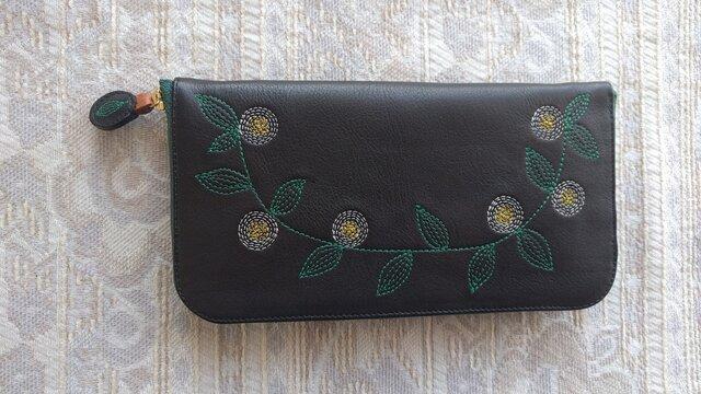 刺繍革財布『花かざり』牛革BLACK(ラウンドファスナー型)ファスナー濃緑色の画像1枚目