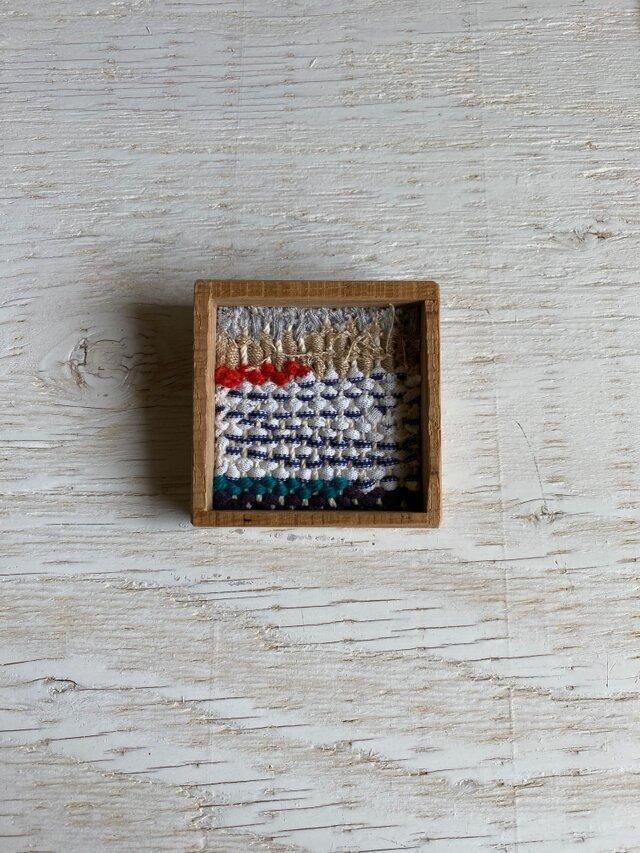 木と裂き織りのブローチ 中06の画像1枚目
