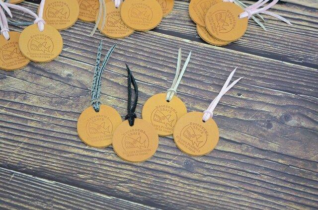 【送料無料】 シャーク コインお守り 【ピンク】【レザートレーorコインケース プレゼント付き】  お財布/モーカの星の画像1枚目