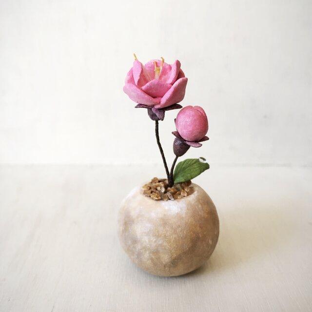 3487.bud 粘土の鉢植え モモの画像1枚目