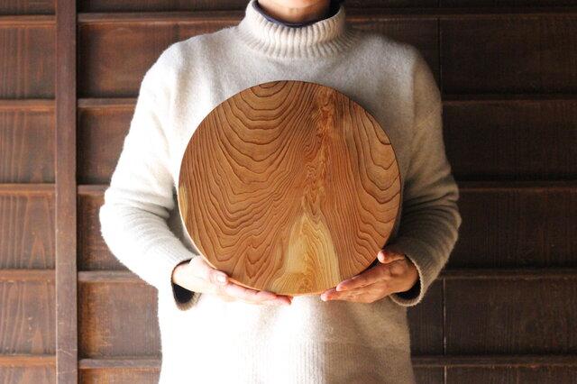 木のお皿・カッティングボード 大きな丸(杢目)の画像1枚目