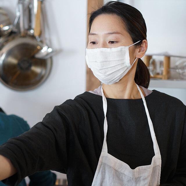 【wafu】【ホワイト・プリーツ】リネン 夏マスク マスク Wガーゼリネン100% 抗菌 防臭/z021a-wht2の画像1枚目