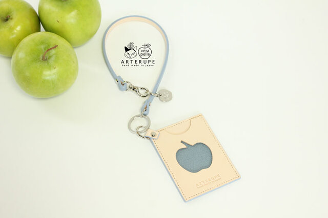 林檎の窓のパスケース・Ringo no mado サックスブルーの画像1枚目
