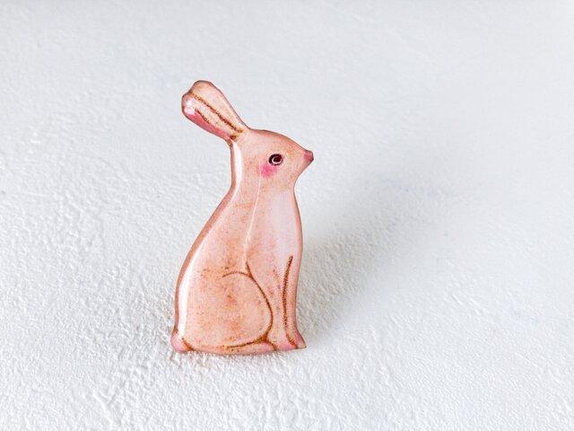 思慮深いウサギのブローチの画像1枚目
