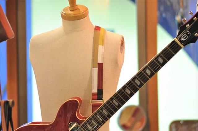 ギターストラップ カラフルブロック ダブルステッチ赤基調の画像1枚目