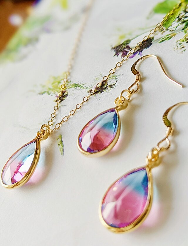 14kgf Cherry pink & Aqua blue crystal Drop ピアスorイヤリングの画像1枚目