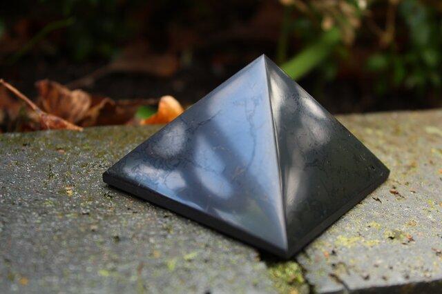 シュンガイト ピラミッド 60mmの画像1枚目