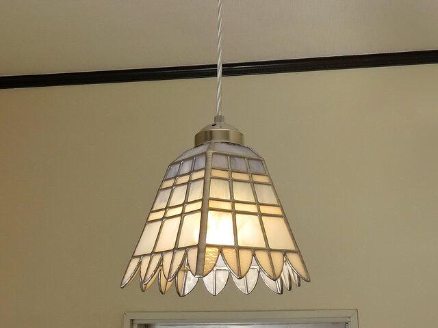 ステンドグラスペンダントライト・ブルーホワイトのお花 吊り下げ照明・ガラス Lサイズ・41の画像1枚目