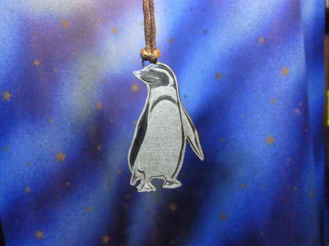 彫金ペンダント、ペンギンの画像1枚目