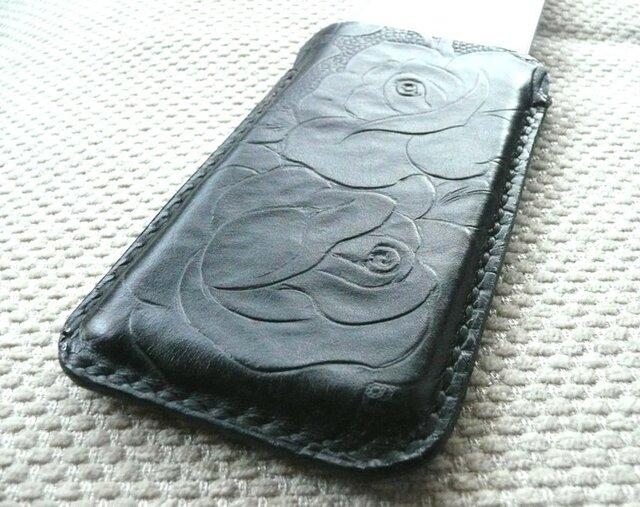 手縫いi Phone 5専用立体的ケース カービング調黒色牛革の画像1枚目