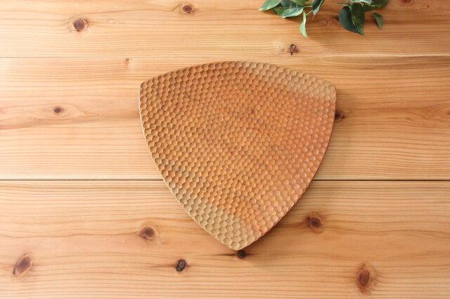 彫りあとが美しい三角皿(パン皿) さくらの画像1枚目