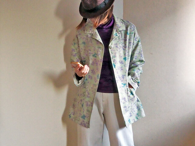 ペパーミントグリーンにラベンダー色の絣のハーフコート-未仕立ての紬の反物からの画像1枚目