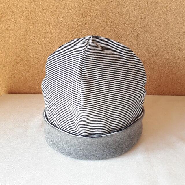 ニットのリバーシブル帽子(Lサイズ)*細ボーダー(ダークネイビー×オフ白)×杢グレーの画像1枚目
