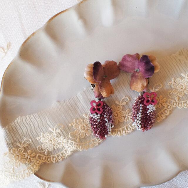 布染花*ビオラ&ビーズ刺繍*イヤリングの画像1枚目