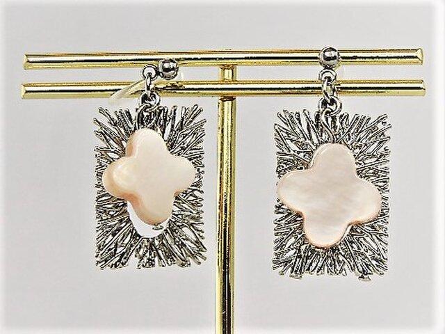 白蝶貝と長方形デザイン枠のノンホールピアス・銀の画像1枚目