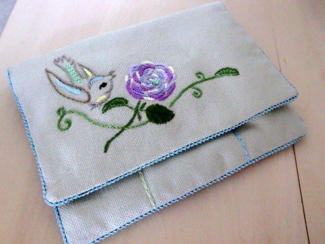 ソーイングポーチ 「小鳥とバラの刺繍」の画像1枚目