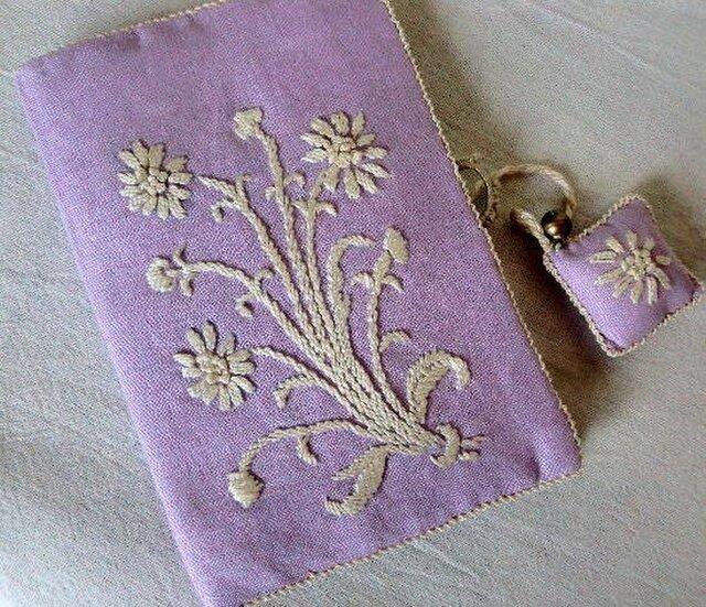 花の刺繍飾りのソーイングポーチ「マーガレット」の画像1枚目