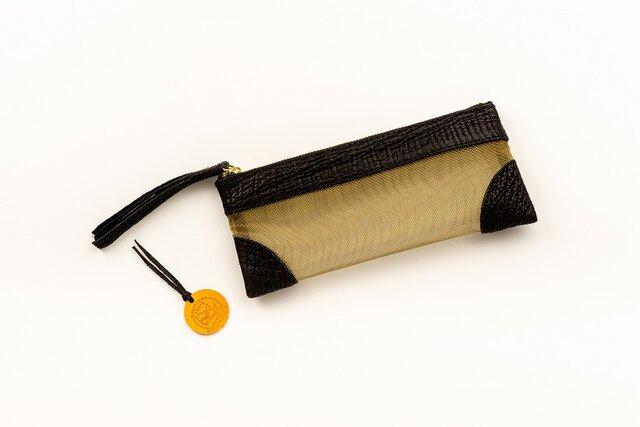 サメ革ナイロンメッシュ ペンケース【ブラック ゴールド】/百貨店モデル/お守りコイン入り/シャークの画像1枚目