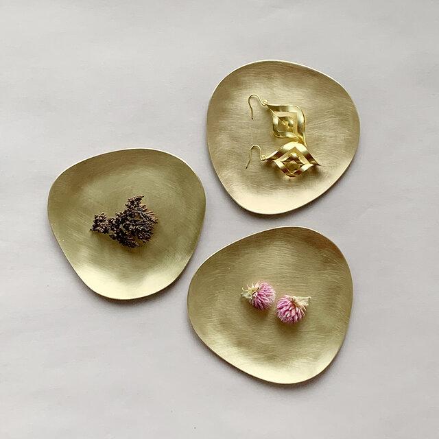 Stone S  ふぞろいの真鍮皿の画像1枚目