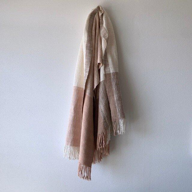 桜染めの手織りストール 桜色×灰桜色の画像1枚目