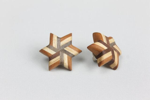 寄木のストライプ星型ピンブローチの画像1枚目
