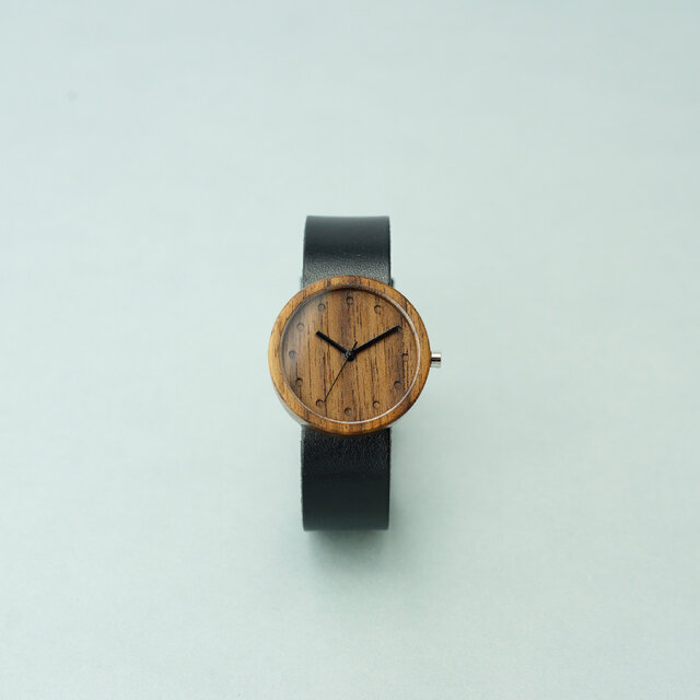 Walnut (size M) × Black (Organic Swedish Leather)の画像1枚目